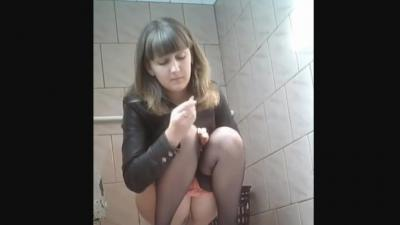 Shaved White Girl Public Peeing
